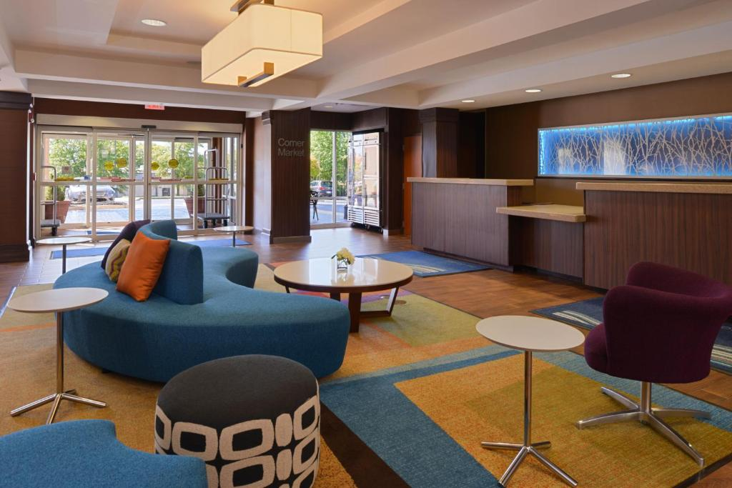 The lounge or bar area at Fairfield Inn & Suites by Marriott Anderson Clemson