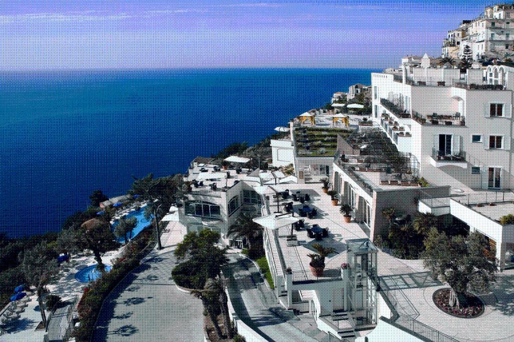 A bird's-eye view of Hotel Raito Wellness & SPA