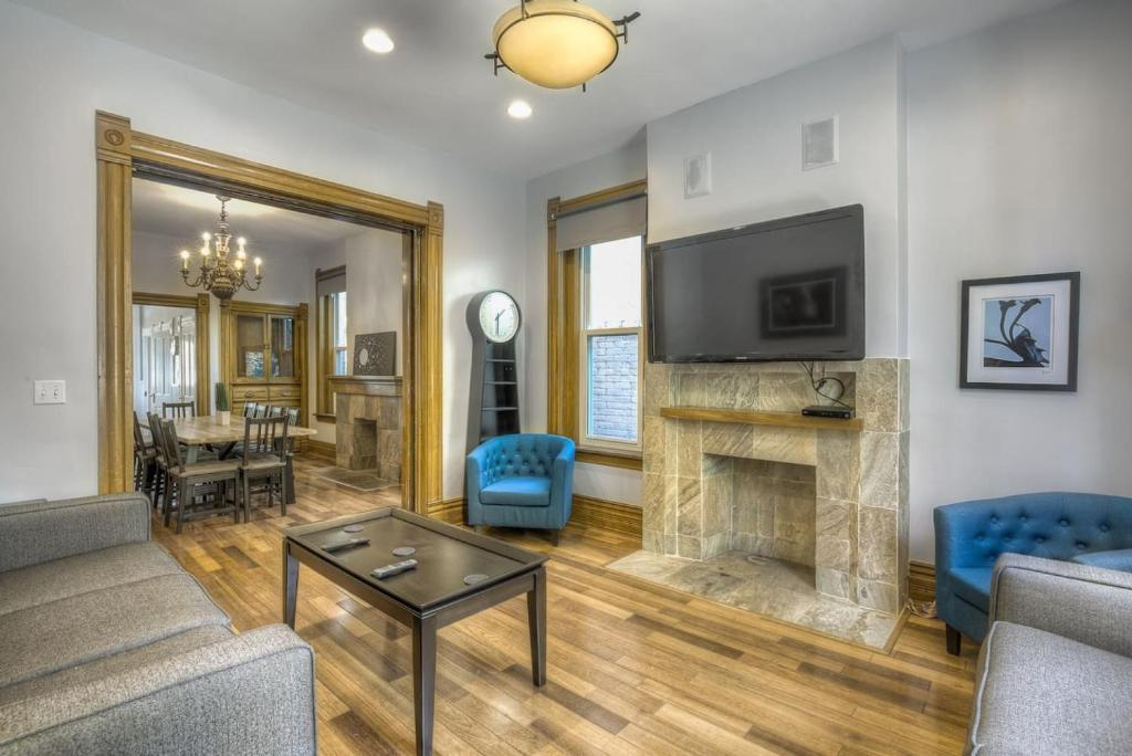 A seating area at Large House Downtown Best Location! Sleeps 14!