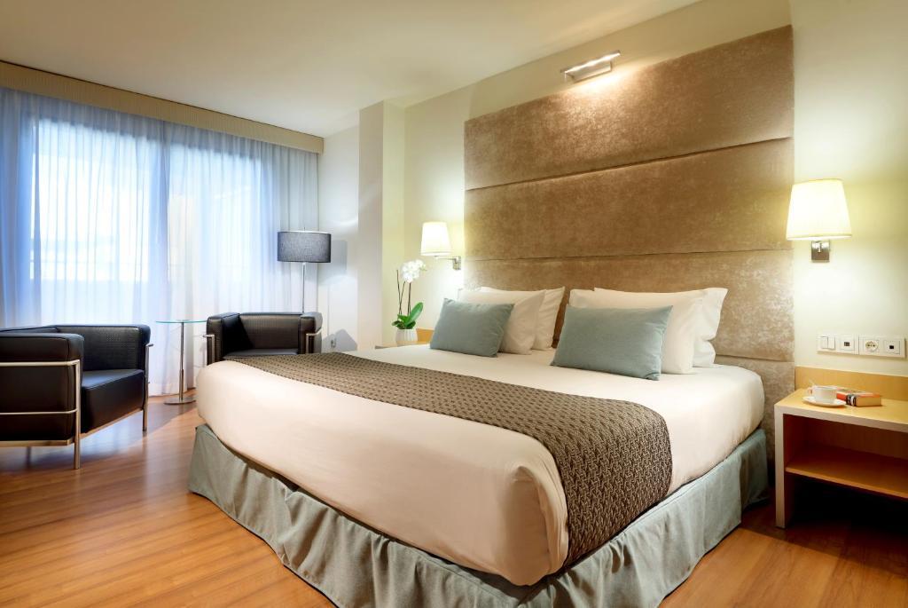 Cama o camas de una habitación en Eurostars Centrum Alicante