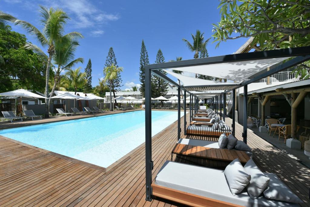 Het zwembad bij of vlak bij Veranda Tamarin Hotel & Spa