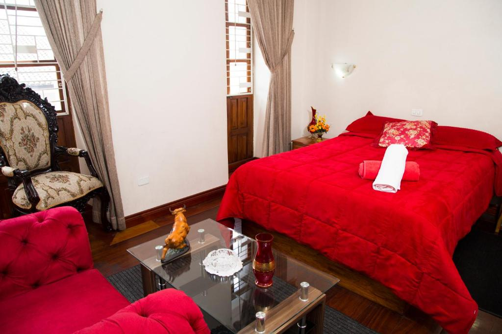 A bed or beds in a room at Hotel Plaza del Teatro
