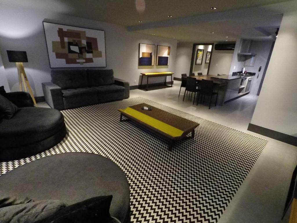 A seating area at Apartamento Conceito Barra Sul