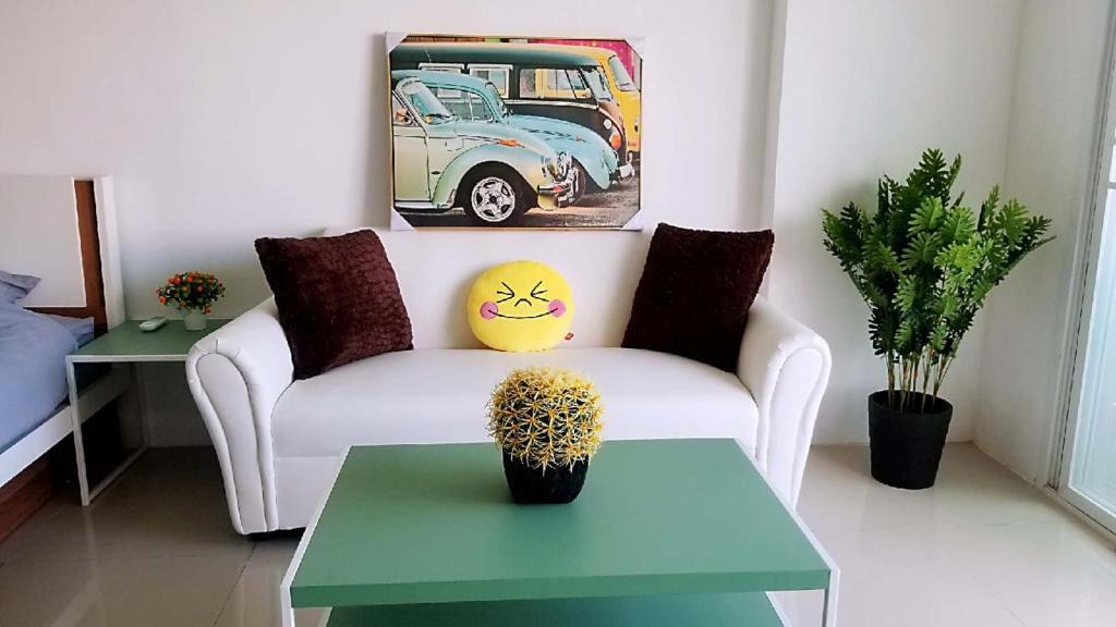 Гостиная зона в NIRUN CONDO WELCOME YOU