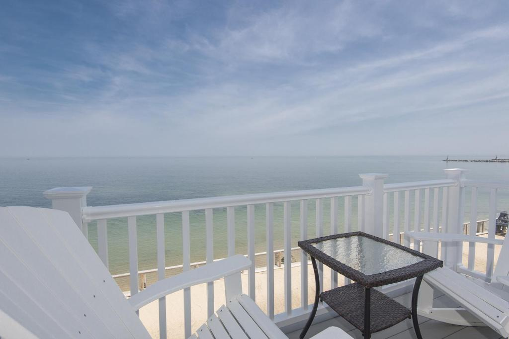 A balcony or terrace at The Montauk Soundview