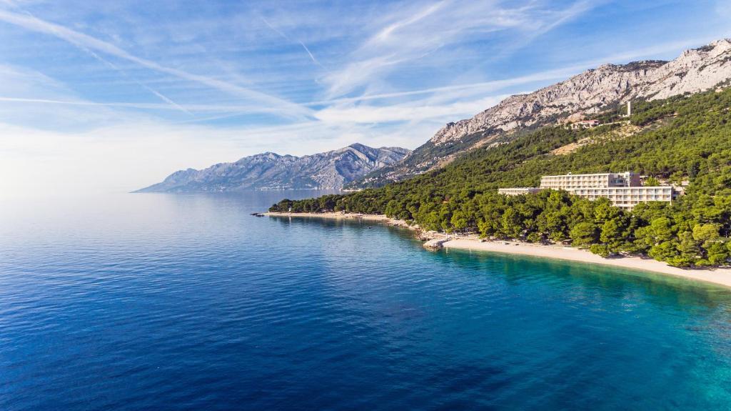 Uma vista aérea de Bluesun Hotel Marina