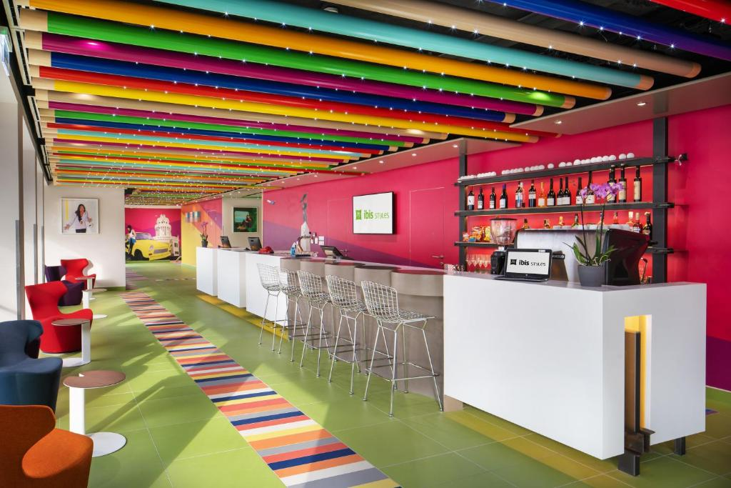 The lounge or bar area at ibis Styles Budapest Citywest