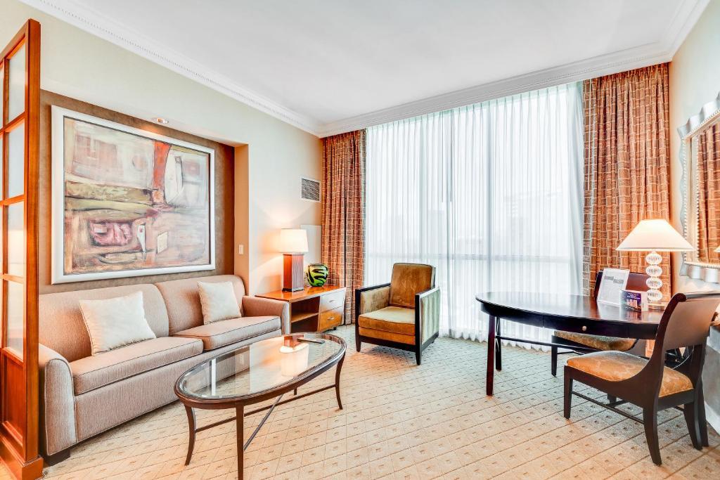 Jet Luxury @ The Signature Condo Hotel