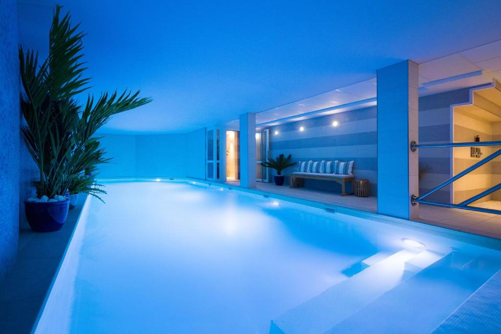 The swimming pool at or close to Jardins de Mademoiselle Hôtel & Spa