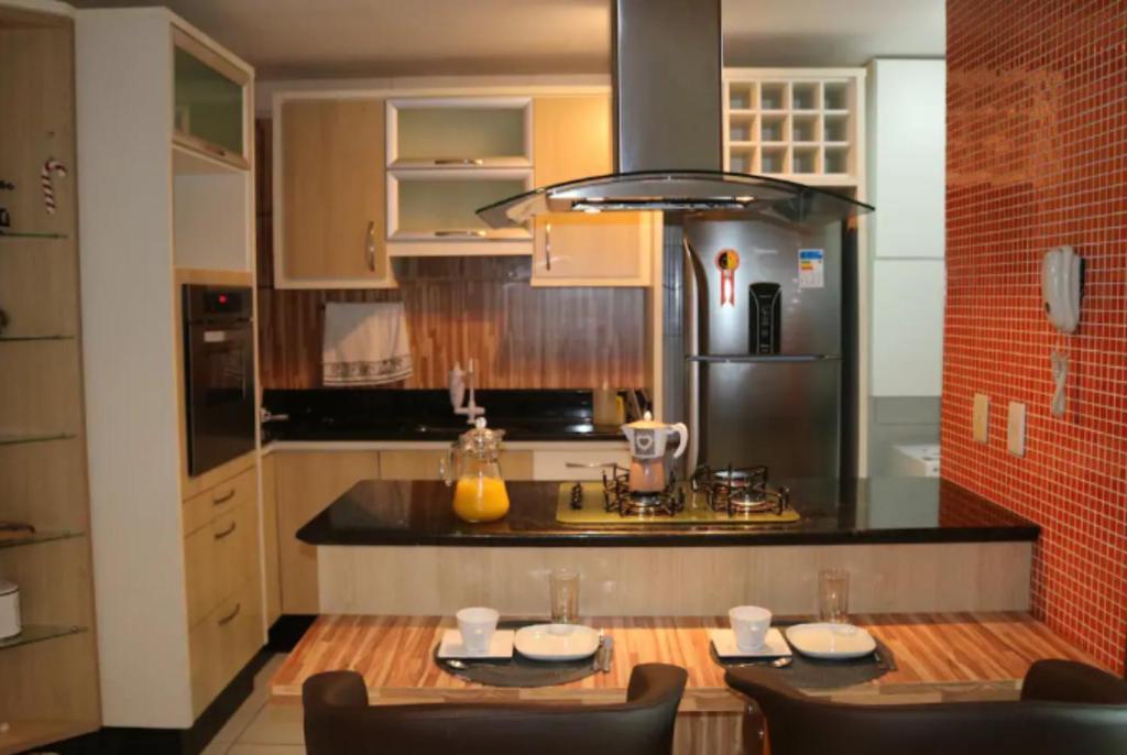 Una cocina o zona de cocina en Apartamento Para 5 em Jurerê Florianópolis