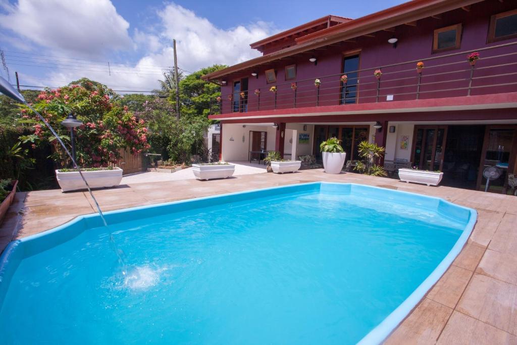 A piscina localizada em Ubatuba Ecologic Hostel e Pousada ou nos arredores