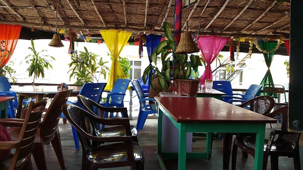 A restaurant or other place to eat at Gopi Guest House