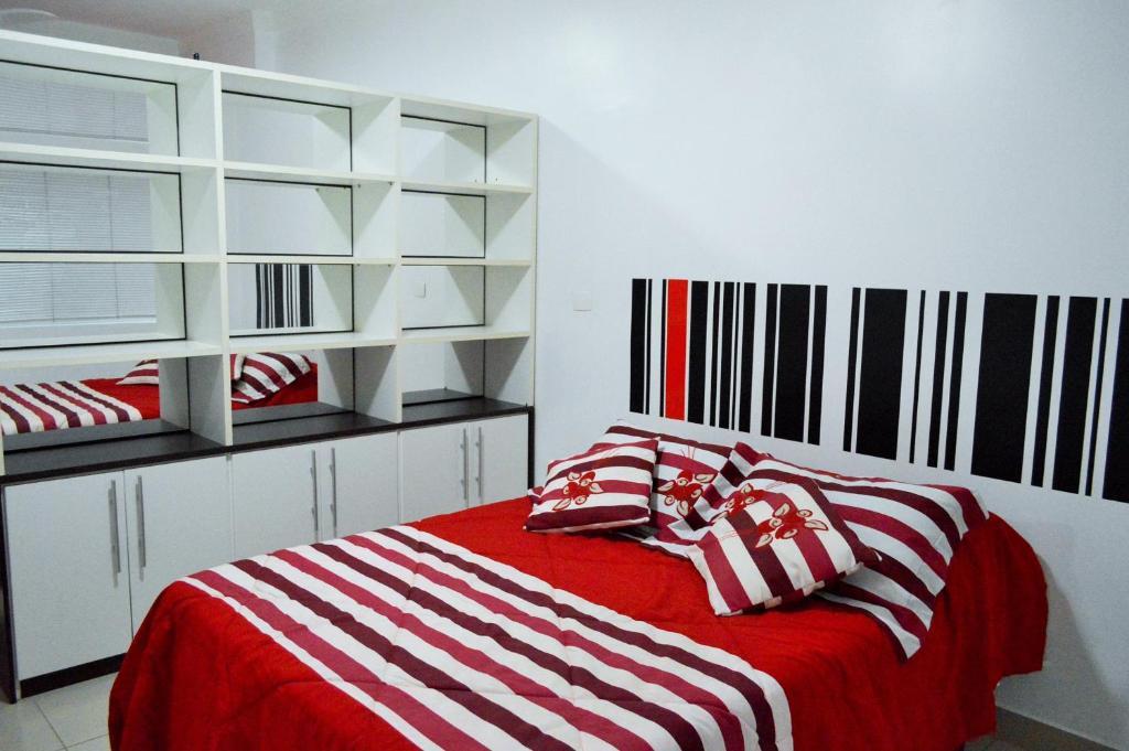 Een bed of bedden in een kamer bij Confort Flat 2