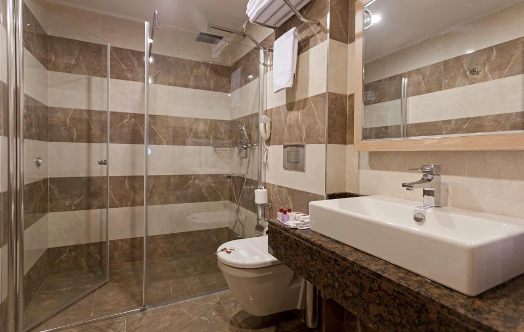 Ванная комната в Xperia Saray Beach Hotel