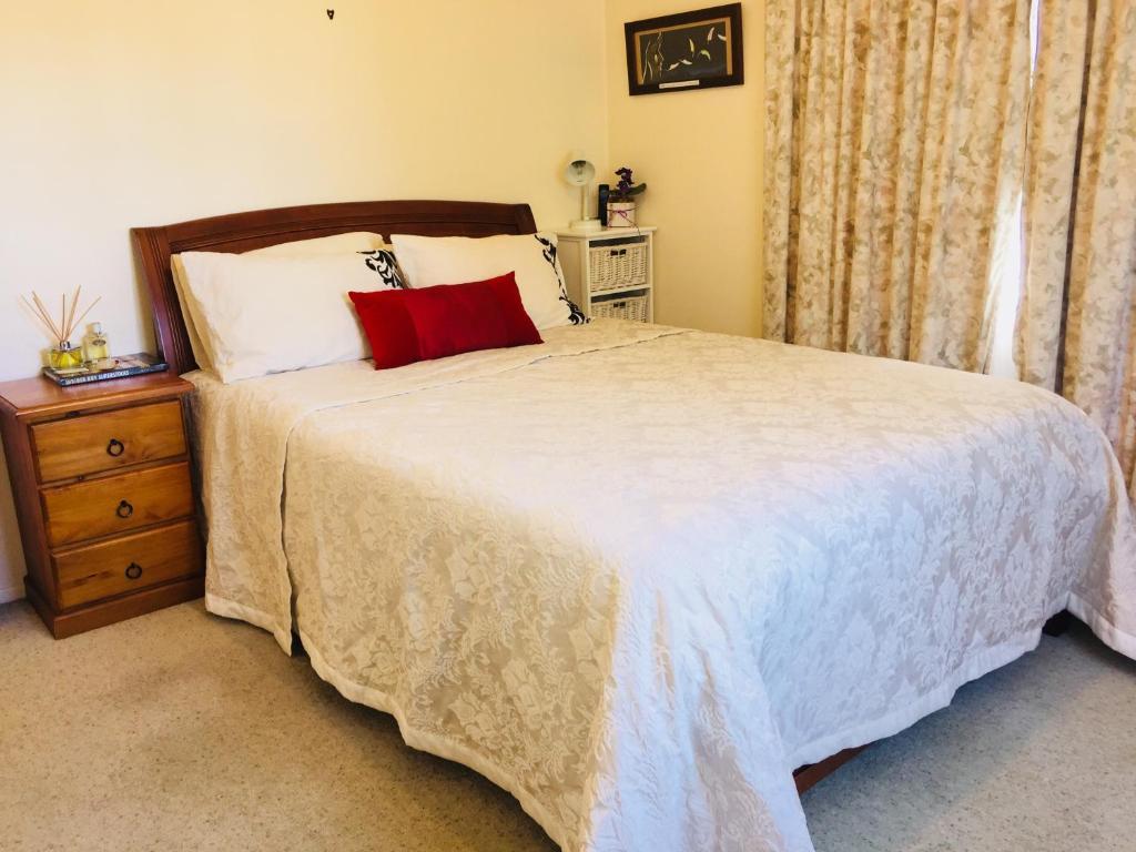 Un pat sau paturi într-o cameră la Double bedroom