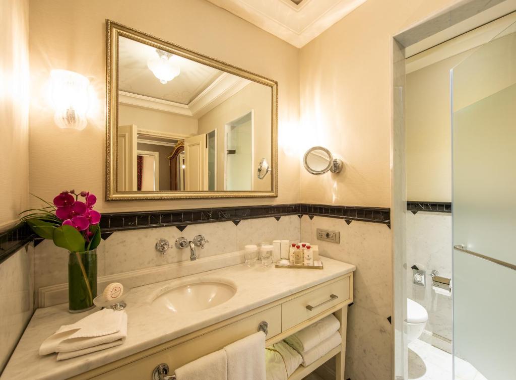 Ванная комната в Pera Palace Hotel