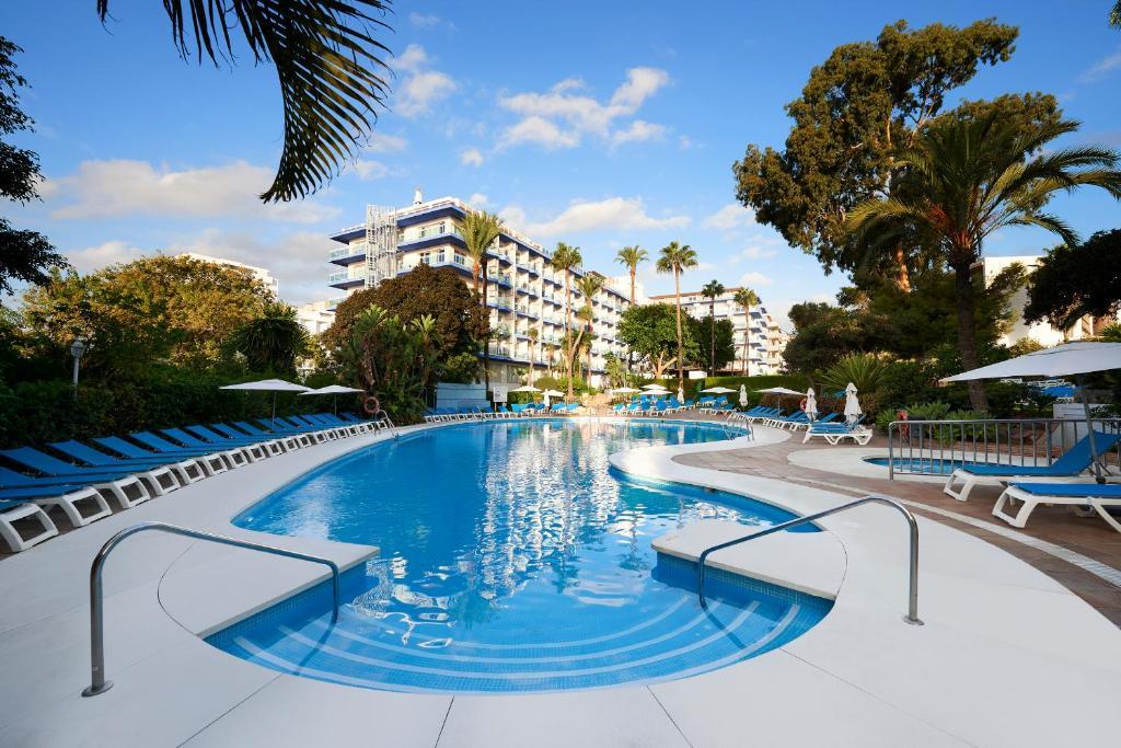 Het zwembad bij of vlak bij Palmasol