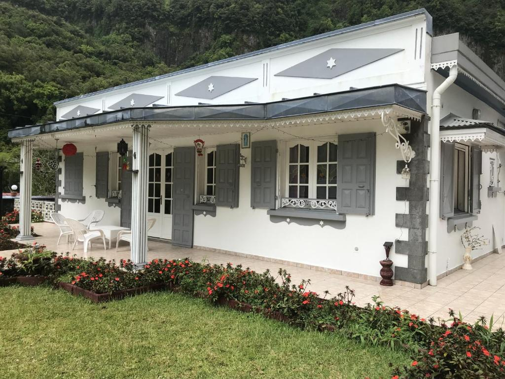 Bed And Breakfast L Escale Royale Salazie Reunion Booking Com