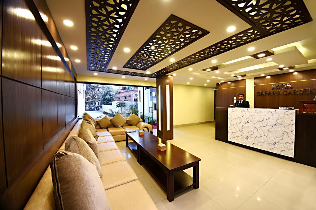 הלובי או אזור הקבלה ב-Hotel Sapana Garden