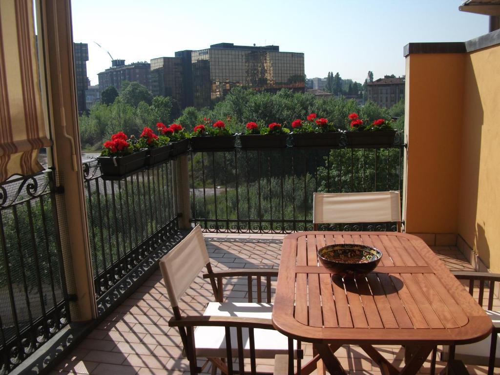 A balcony or terrace at CASA ELSA NEL PALAZZO DEGLI ARTISTI