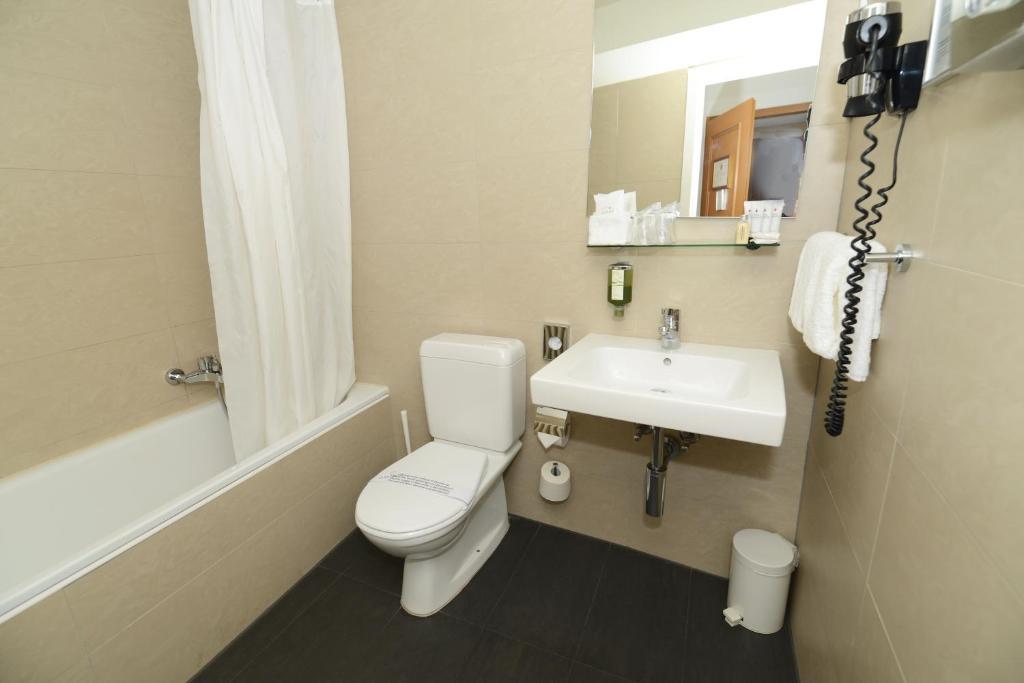 Ein Badezimmer in der Unterkunft Hôtel Résidence du Boulevard