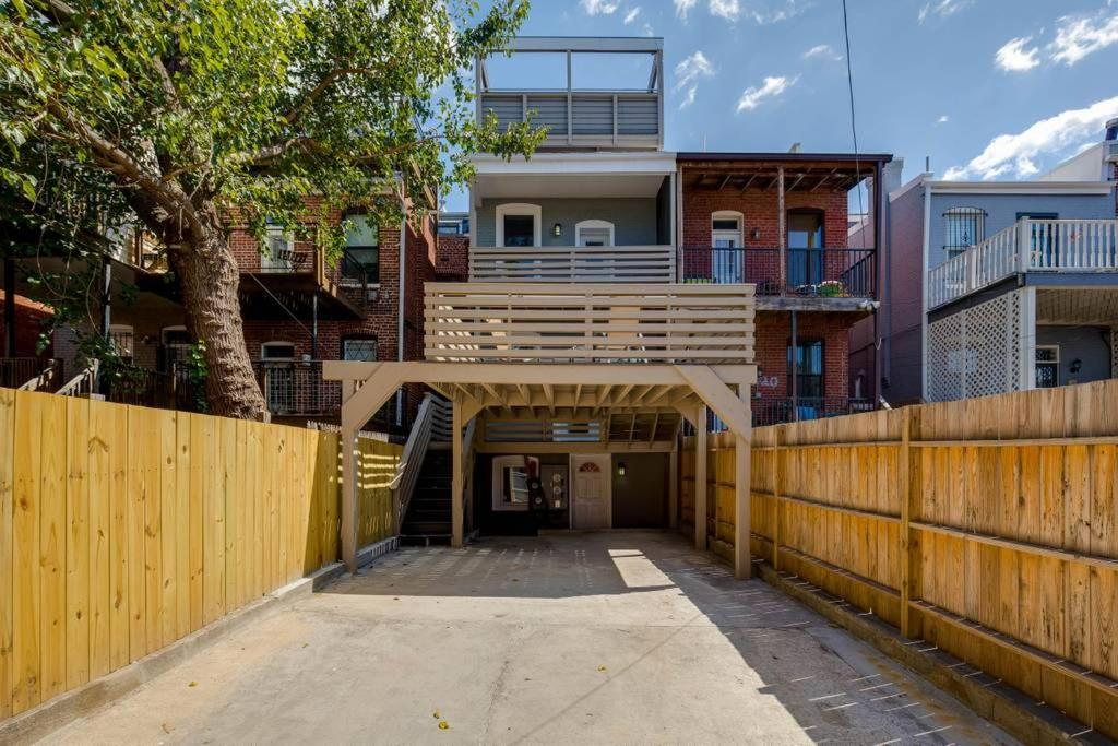 Apartment Gorgeous 4 Bedroom Rooftop Deck Private Parking