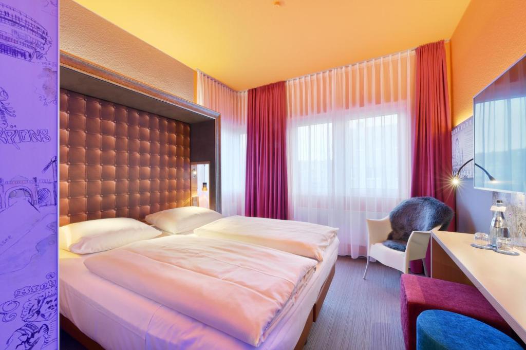 Krevet ili kreveti u jedinici u okviru objekta Designhotel + CongressCentrum Wienecke XI.
