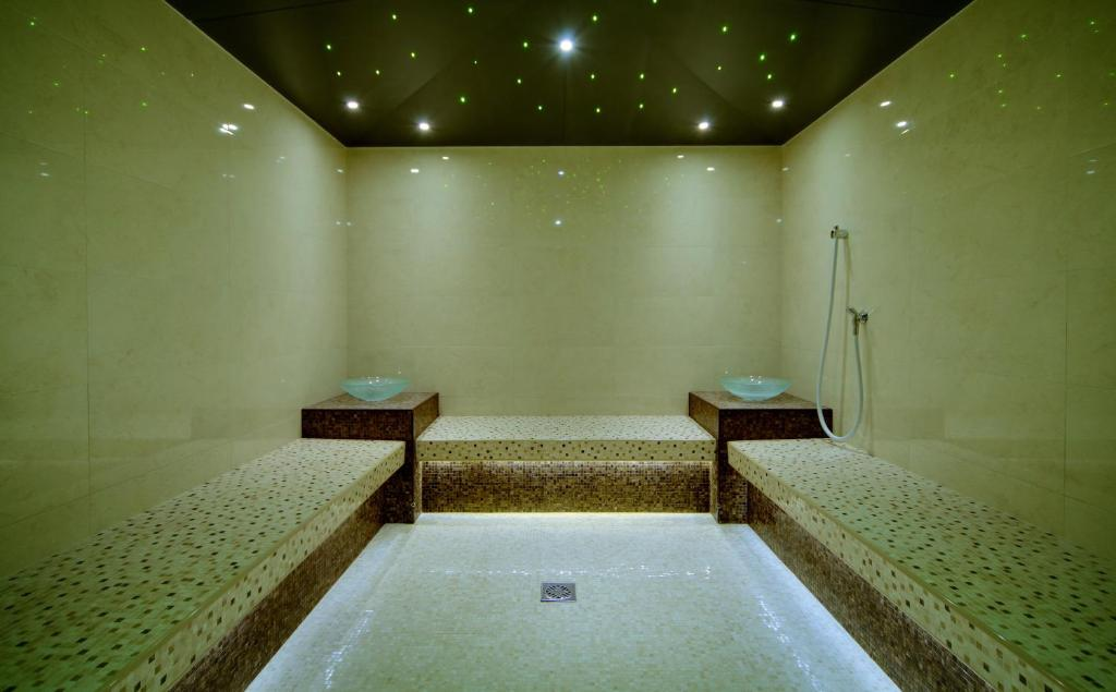 Spa and/or other wellness facilities at LES Art Resort