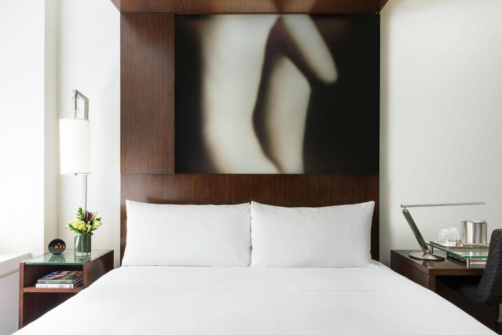 A bed or beds in a room at The Maxwell New York City