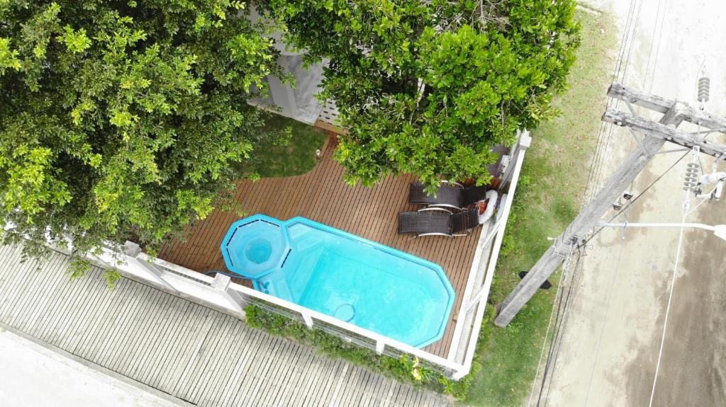 A view of the pool at Residencial Tia Dilma or nearby