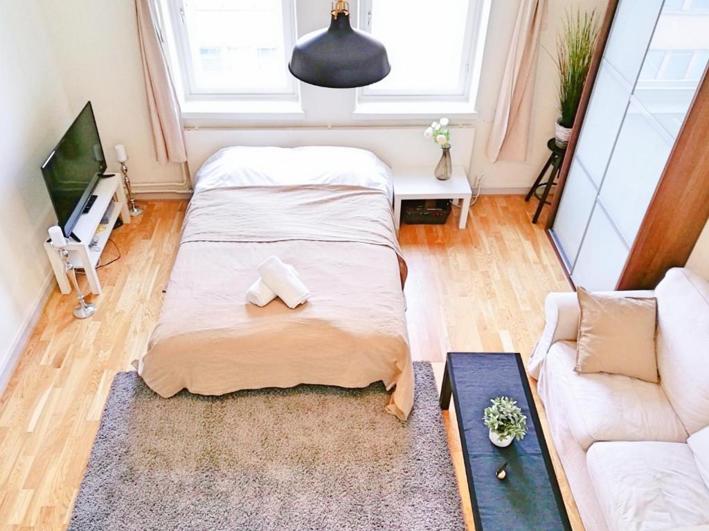 Un pat sau paturi într-o cameră la Uman City Studio-Flemingsgatan