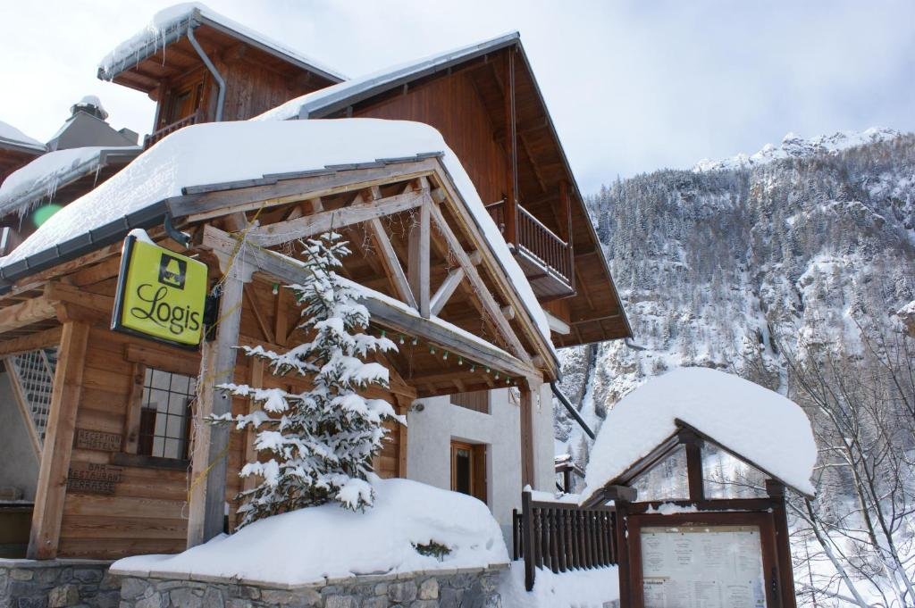 Hôtel Spa la Cascade during the winter