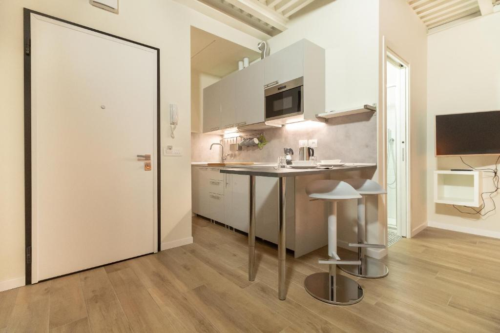 A kitchen or kitchenette at Alessia's Building- Affori FN