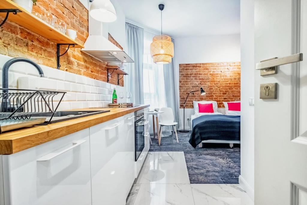 A kitchen or kitchenette at Apartamenty Lubartowska Street