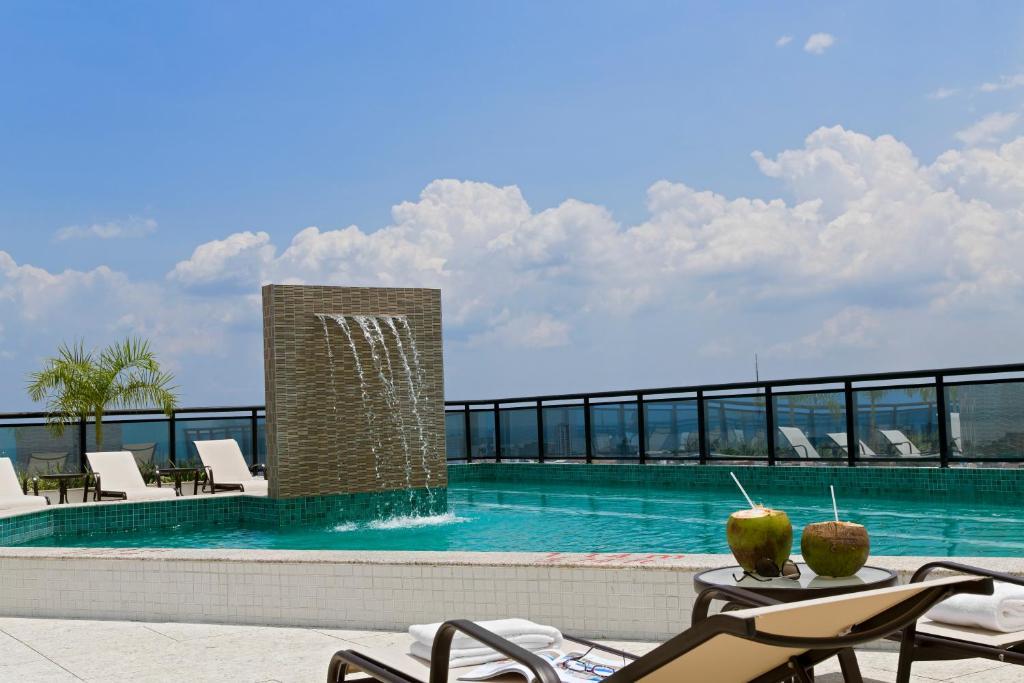 A piscina localizada em Intercity Manaus ou nos arredores