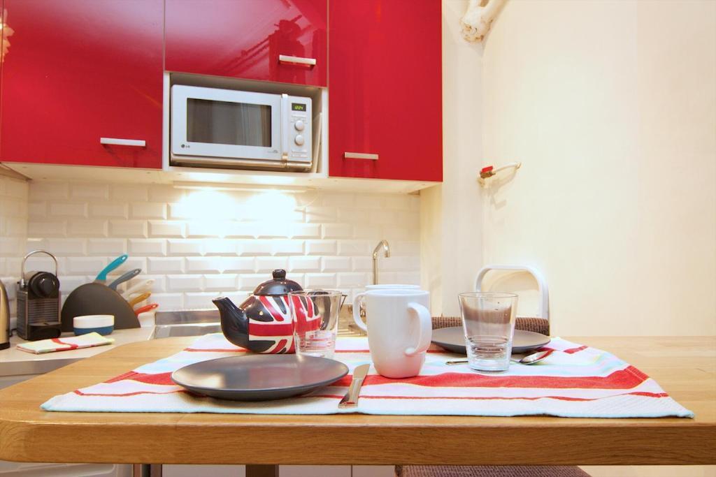 A kitchen or kitchenette at Studio Saint Sulpice