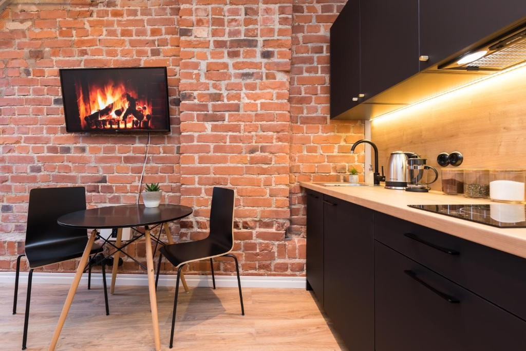 A kitchen or kitchenette at Hilltop Apartments - City Centre