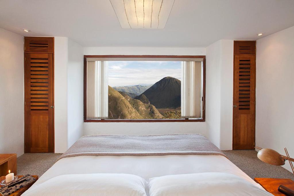 Łóżko lub łóżka w pokoju w obiekcie El Crater