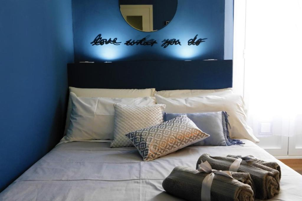 A bed or beds in a room at BlueChic - Milano Pta Venezia
