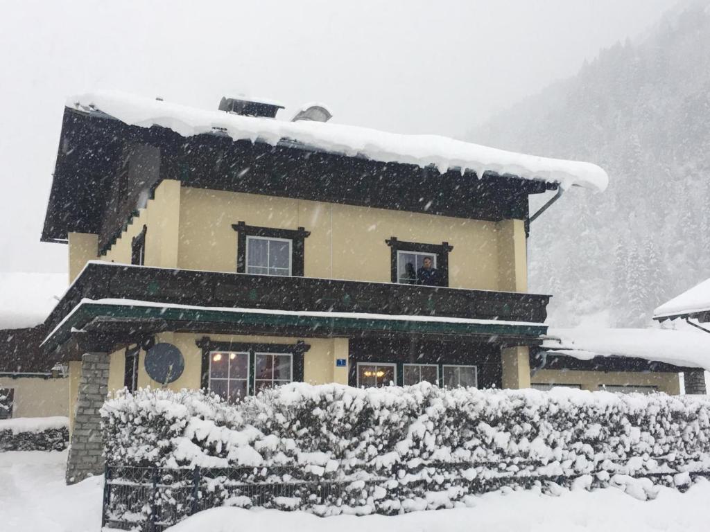 Haus Scharl im Winter