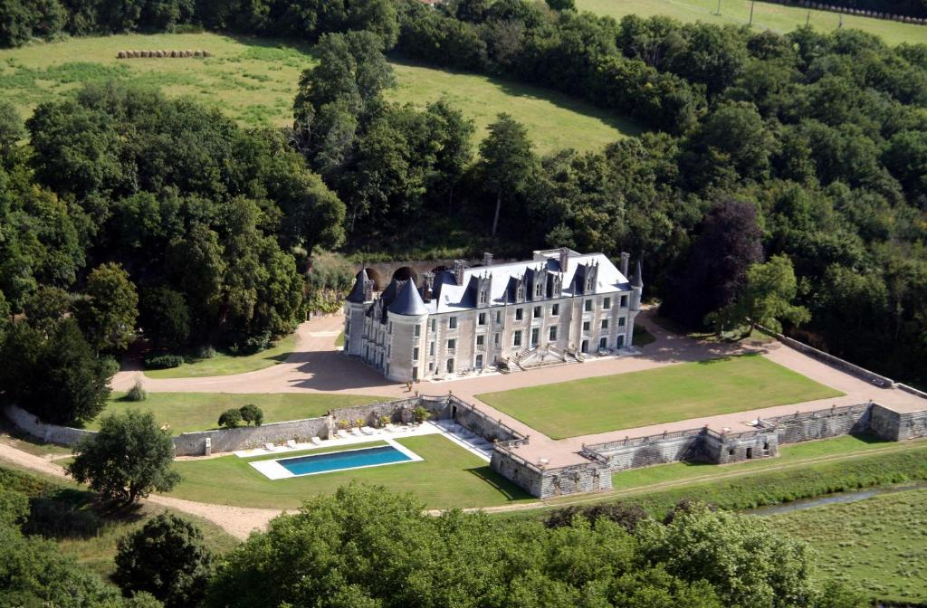 A bird's-eye view of Chateau des Arpentis
