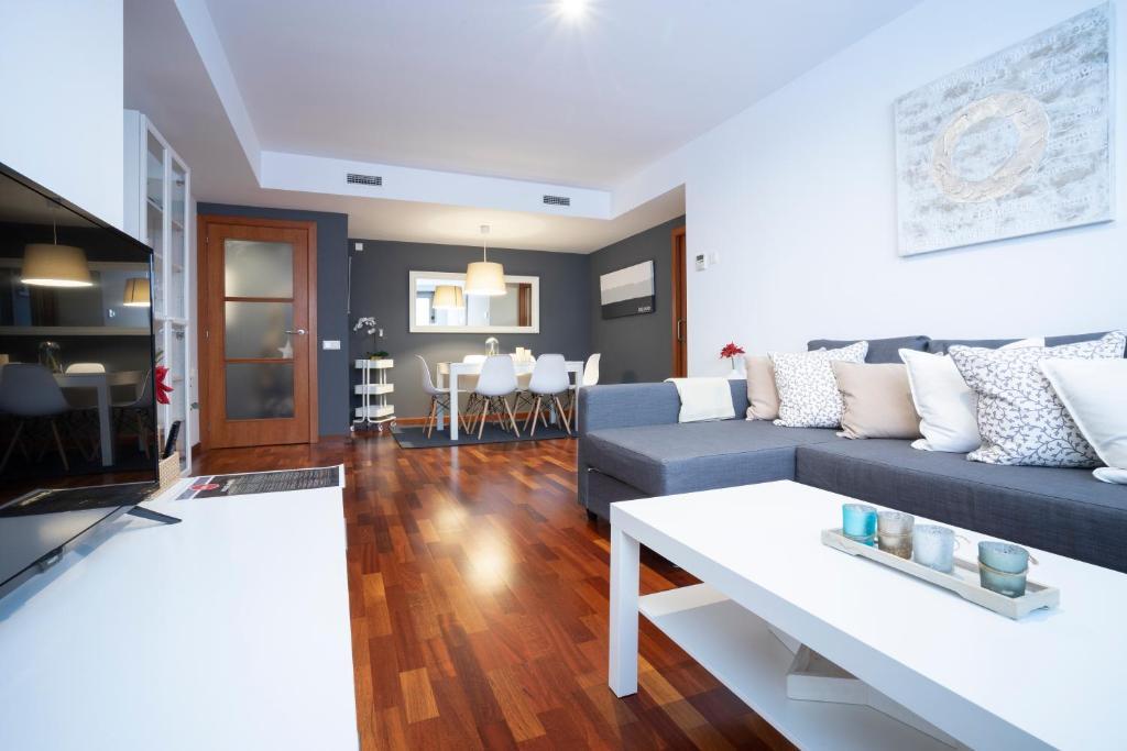 A seating area at Apartamento Camp Nou 101