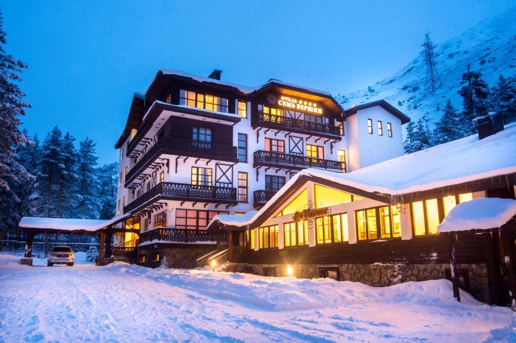 Ozon Seven Peaks Hotel talvella