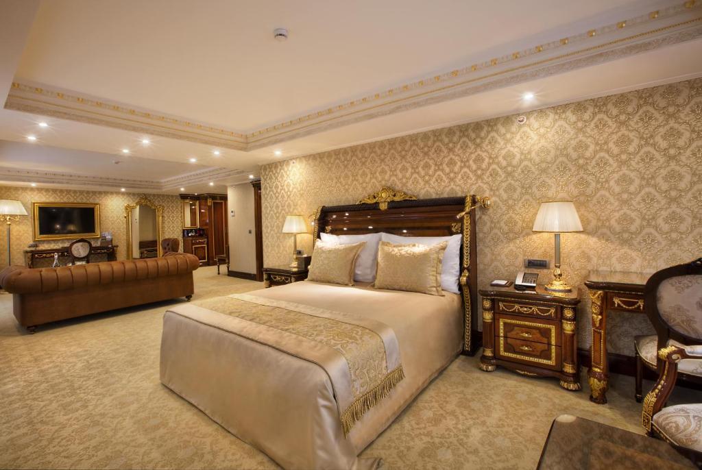 سرير أو أسرّة في غرفة في Ottoman's Life Hotel Deluxe