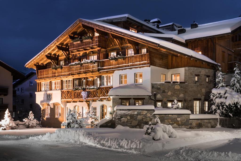 St. Anton am Arlberg on Instagram: Neuschnee in
