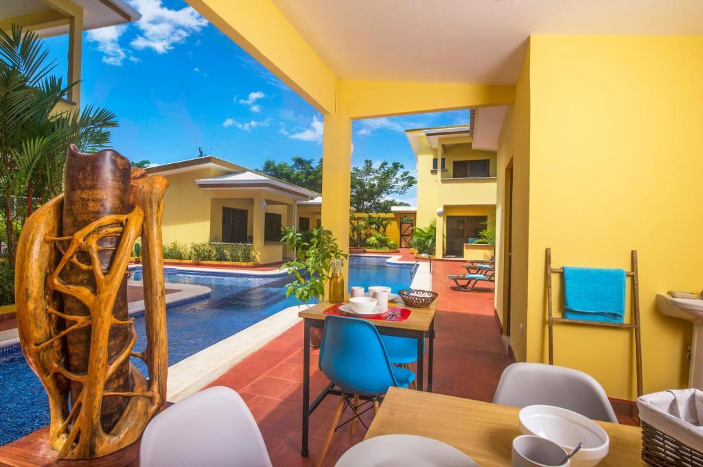 A piscina localizada em Tamarindo Garden Boutique Homes ou nos arredores