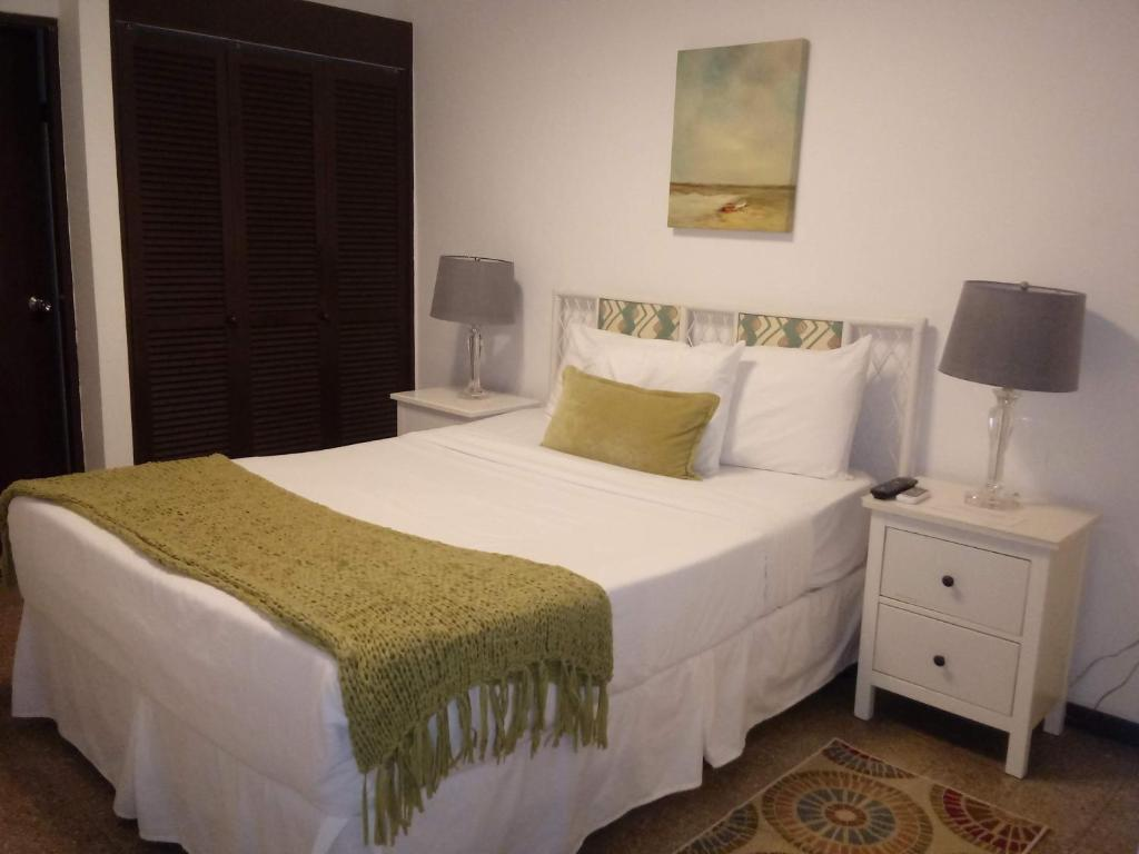 A bed or beds in a room at Hosteria del Mar