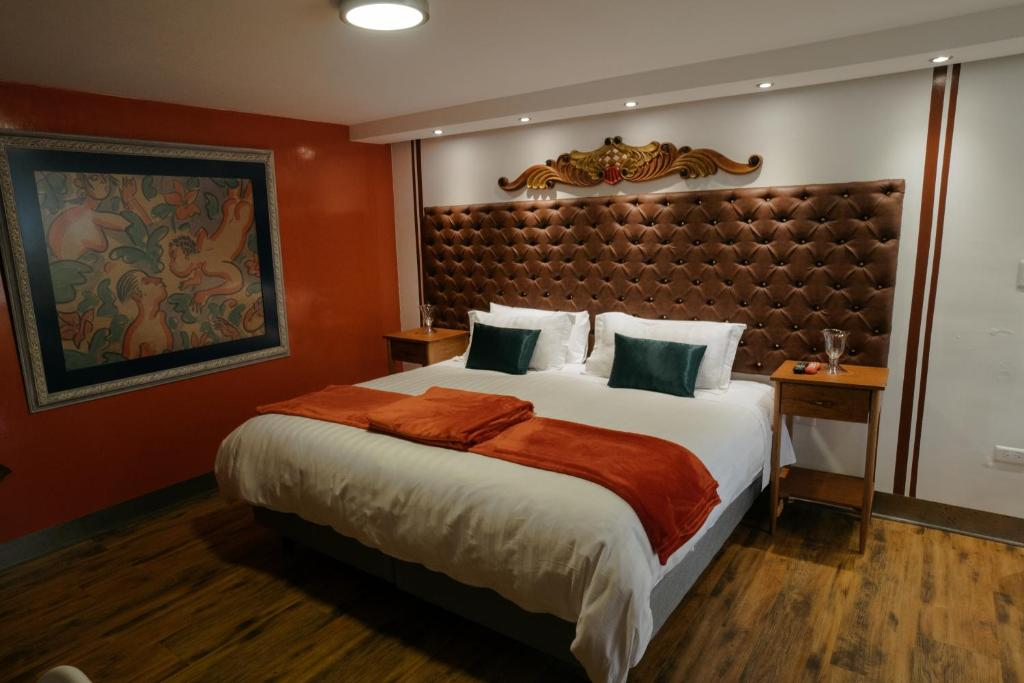 A bed or beds in a room at Dolce Lobo Boutique Stay