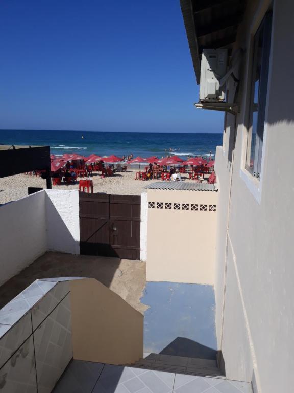 Un balcón o terraza de Casa em frente ao mar, praia dos ingleses