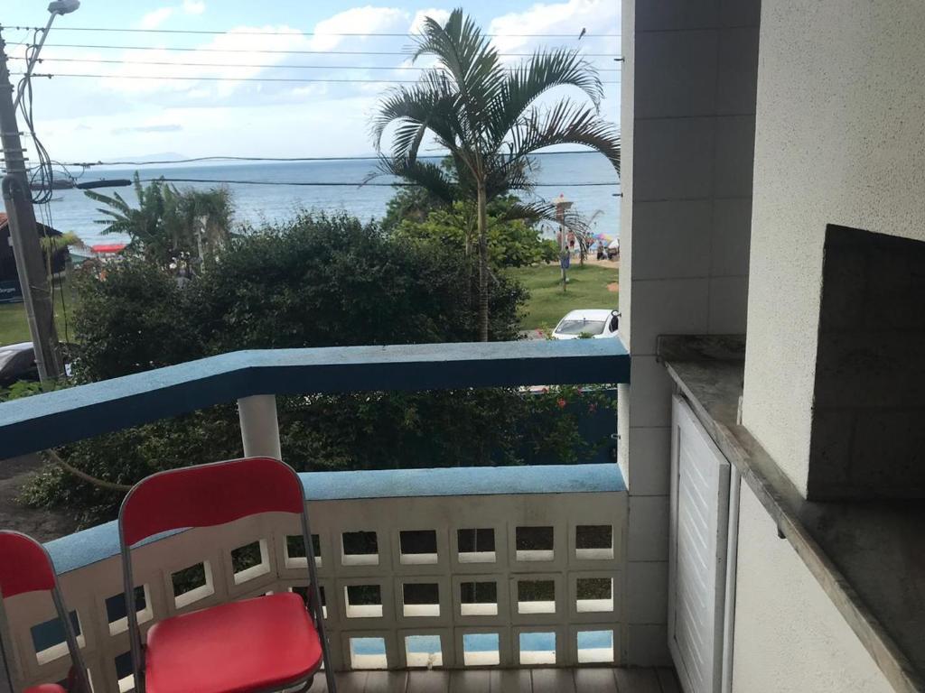Un balcón o terraza de Apartamento frente ao mar 3 dormitórios